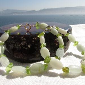 Pulsera madre-hija de aguamaria y olivino (3)
